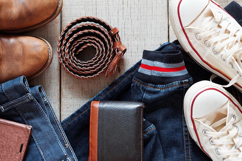 c8ca5b264 Homens com a vida social ativa, carreira a todo vapor e diversos eventos  durante o ano, deveriam garantir uma gama de opções de peças, calçados e ...
